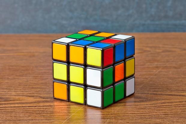 Кубик Рубика: История самой бесячей головоломки иинтервью сее создателем