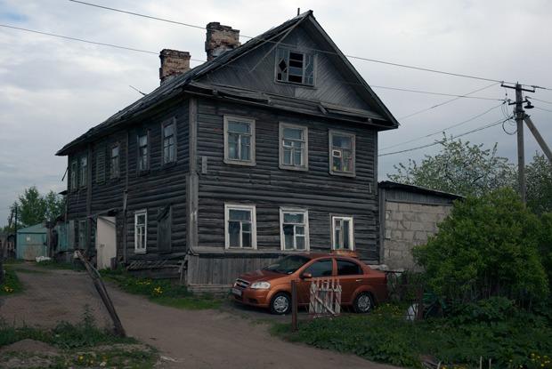 Деревня в городе: Как живёт микрорайон Петербурга с деревянными домами