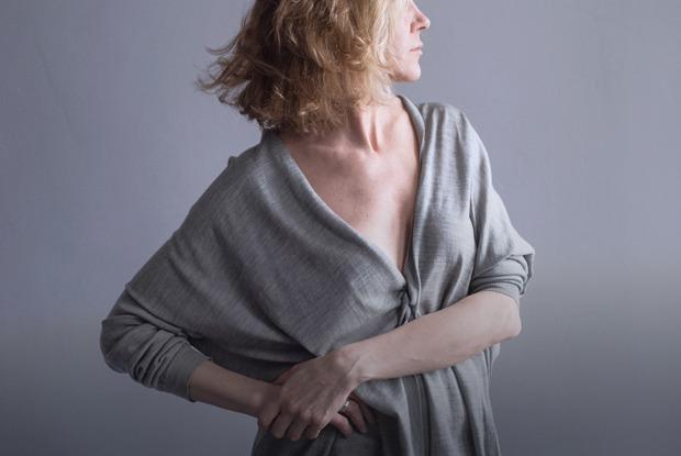 «Не косметика делает красивой, а мысли»: Три монолога из нового перформанса театра «Место»