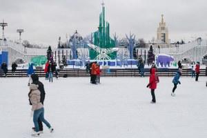 Самый большой в мире каток и северное сияние: Зачем идти впарки этой зимой