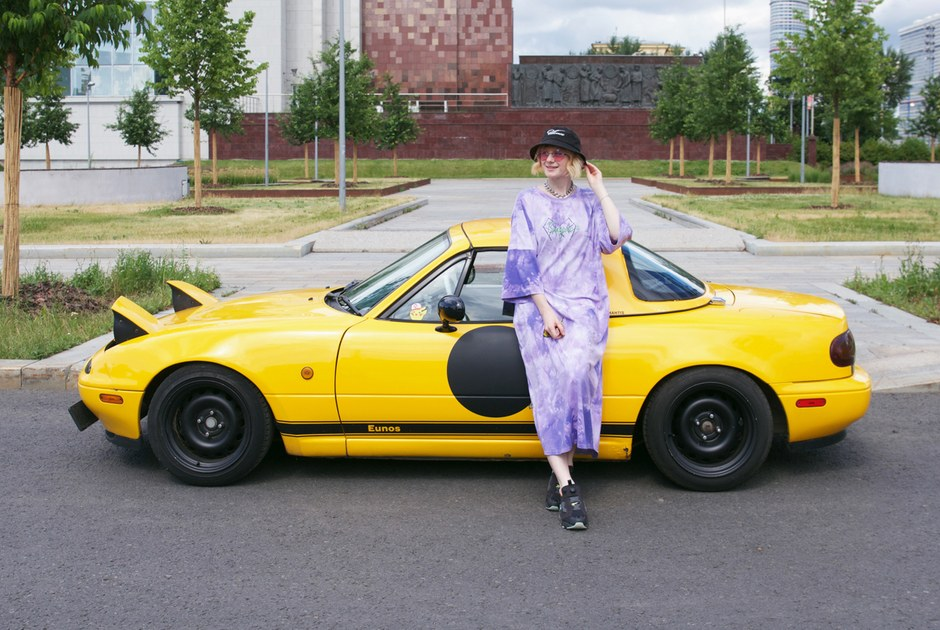 Mazda Eunos Roadster, которая помогает художнице находить вдохновение ипокупателей работ