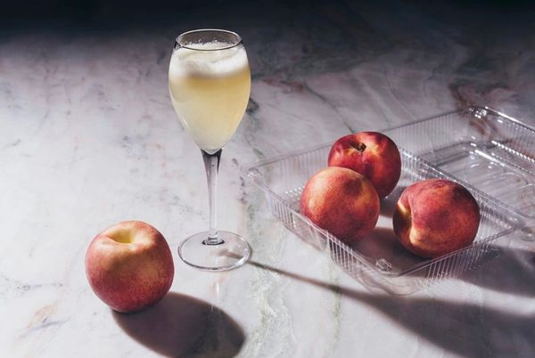 От «Беллини» до «Французского поцелуя»: Рецепты летних коктейлей, которые легко повторить дома