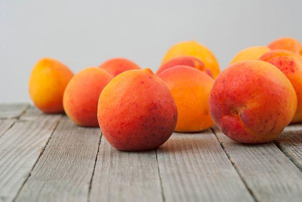 Арбуз, лисички, «черный принц» и абрикосы: Что покупать на рынке прямо сейчас