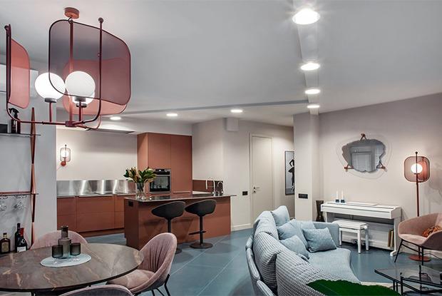 Двухкомнатная квартира сбирюзовым полом вЖК«Тринити» наХохрякова