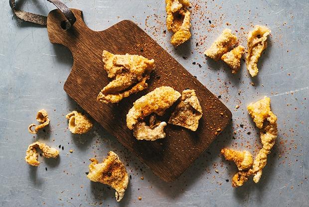 Что можно сделать из рыбьей, куриной исвиной кожи