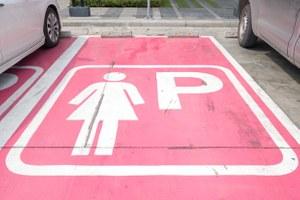 Почему для женщин должны быть отдельные парковки? (Или нет)