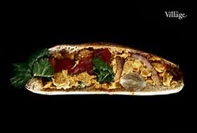 Составные части: Сэндвич с курицей и карри из «Булки»
