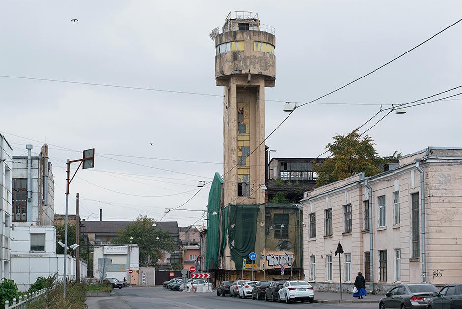 Васильевский остров: Башня Чернихова, коронавирусная больница (скрасивым моргом) икоттедж-малютка