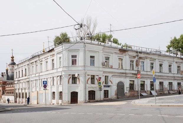Галереи вместо подъездов. Историясамого старого жилого дома Москвы