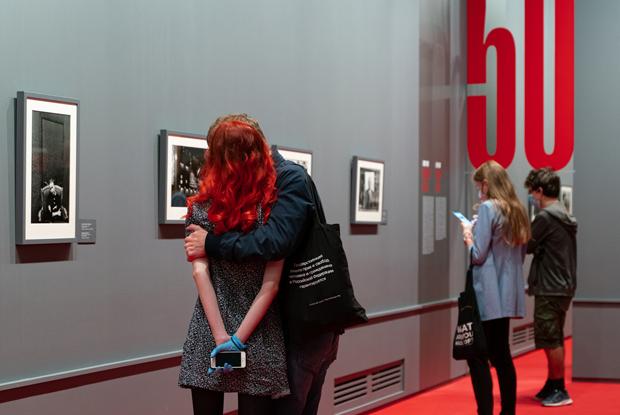 Как устроена первая масштабная посткарантинная выставка Петербурга