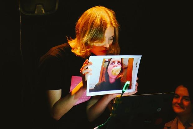 Почему вам нужно сходить наспектакль опереписке двух подруг во«ВКонтакте»