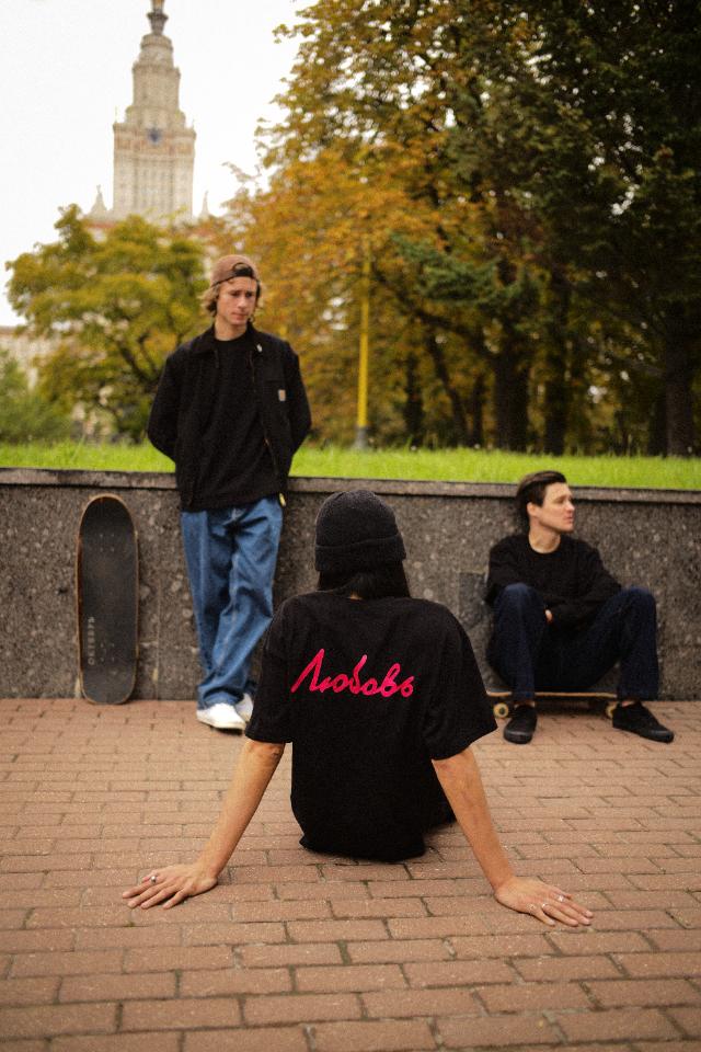 «Радуга» проведет вечеринку вчесть новой коллекции скейт-бренда «Дура»