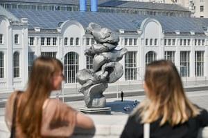 Везде сплошное говно: Пахом — о«Большой глине» идругих скульптурах, напоминающих фекалии