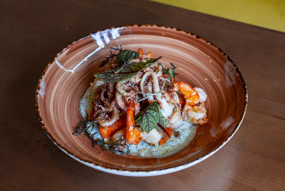 Новое кафе Dada на«Новокузнецкой», здоровая еда вCGC наПатриках, еще один фуд-холл Eat Market— теперь наЛенинградке