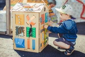 Семейные выходные: «Театральный марш», Maker Faire Moscow икнижная ярмарка наВДНХ