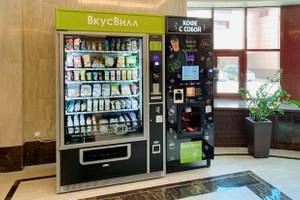 «ВкусВилл» начал ставить автоматы спродуктами вподъездах. Но радоваться рано