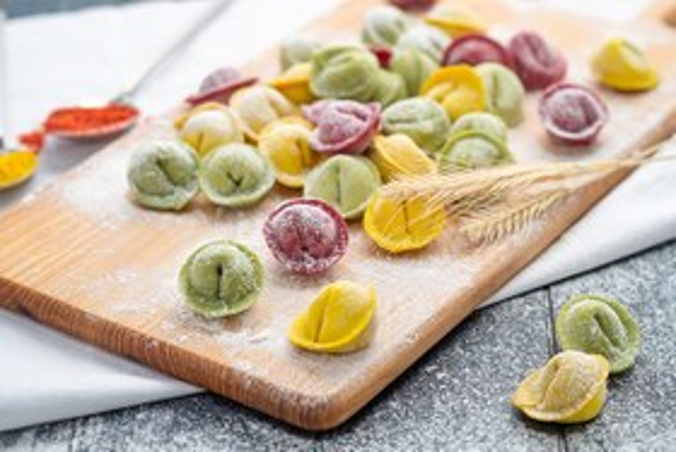 «Побили докарантинные рекорды»: Как цветные пельмени и сиамские конфеты помогли выжить гастробизнесу