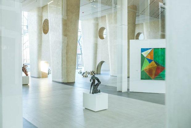 Крупнейшая коллекция поп-арта и зал уральских художников в новом центре искусств «Главный проспект»