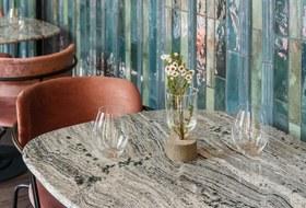 Farang: Большой иэффектный ресторан напока еще спокойной Малой Никитской
