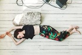 Вещи недели: 10 брюк с яркими принтами