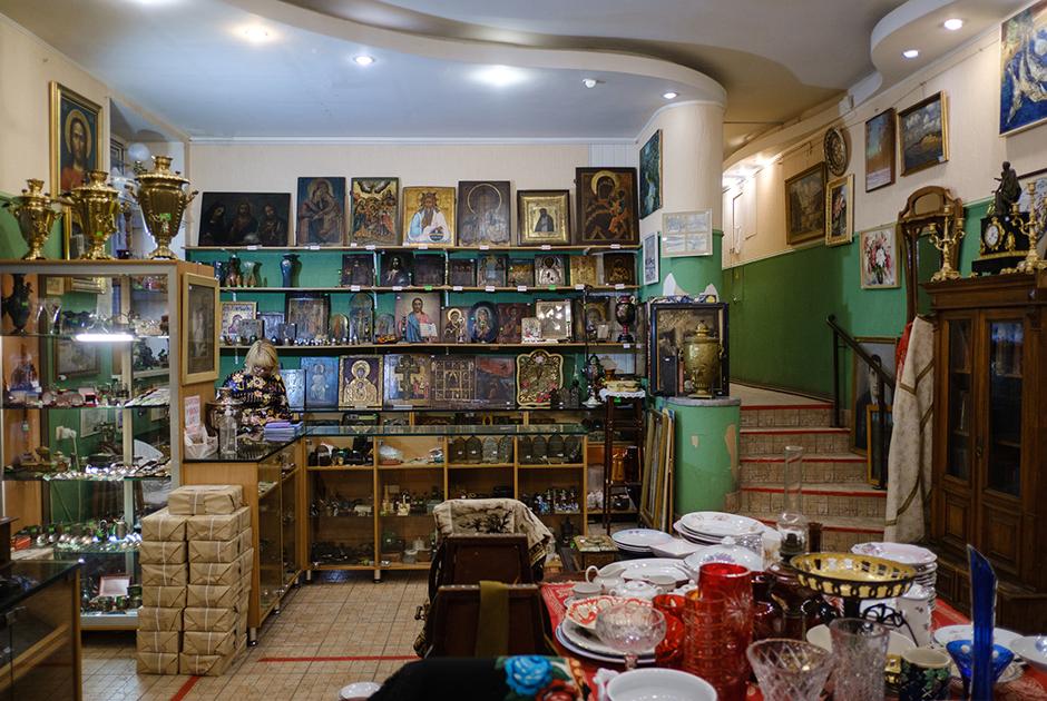 Сотрудники магазина «Нижегородская старина» — о своей работе и увлечении антиквариатом