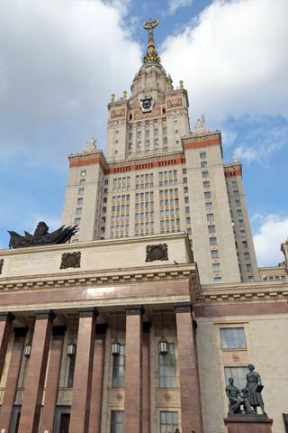 ВГлавном здании МГУ начали реставрацию. Из-за нее могут уничтожить деревянные детали интерьера