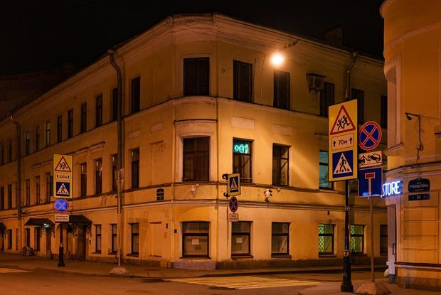 «Немного сюрреалистично»: Какжители Рубинштейна отнеслись к тому, что улица опустела