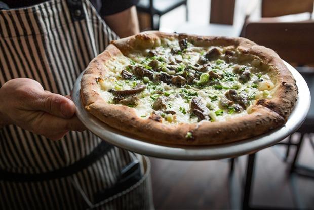 Тестоблюстители: Кто икак делает неаполитанскую пиццу вПетербурге