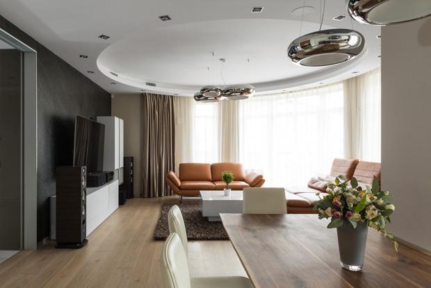Большая квартира сострогим интерьером в«Парадном квартале» (Петербург)