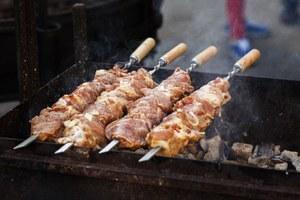 Впереди — майские. И шашлыки! Рассказываем, как правильно готовить мясо на огне
