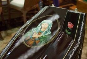 «Мы в гробах понеделе лежим»: КаквМоскве прошла траурная выставка «Некрополь»