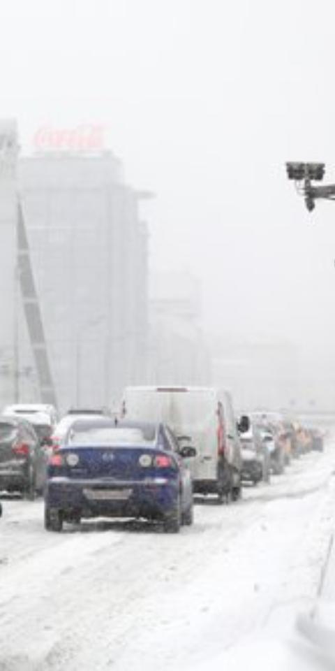 ВМоскве из-за снегопада образовались 10-балльные пробки. Это максимальная загрузка дорог