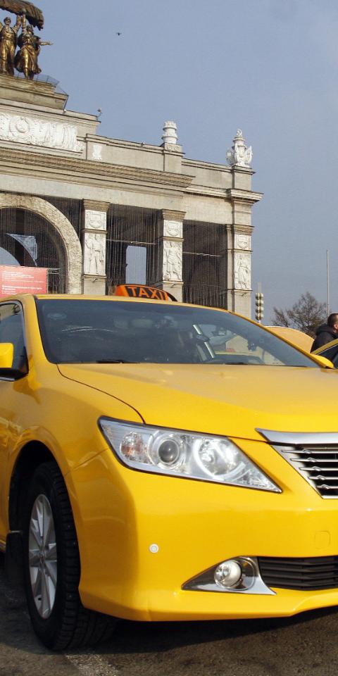 МАДИ потребовало отагрегаторов такси небрать таксистов синостранными правами
