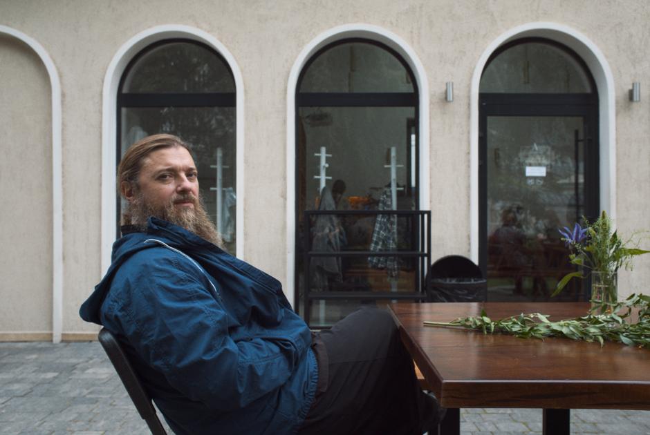 «Церковь— открытый, гостеприимный дом»: Основатели кафе «Aнтипа» прихраме— обытии, латте исобаках