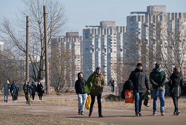 В Петербурге ввели режим самоизоляции, но пока это только рекомендация. Вот что нужно знать