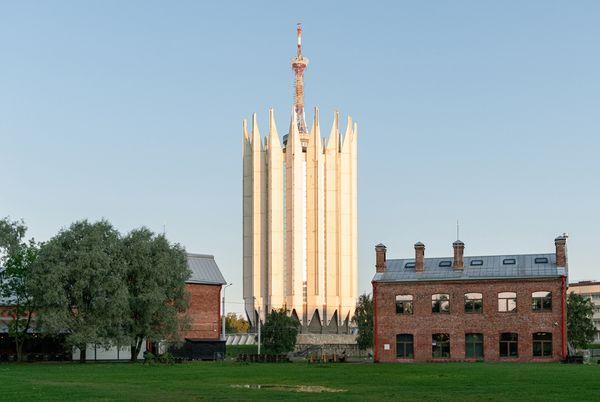 Самое известное модернистское здание Ленинграда и парк Сосновка