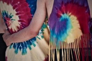 Завяжи, свари и покрась: Как сделать одежду в стиле тай-дай дома