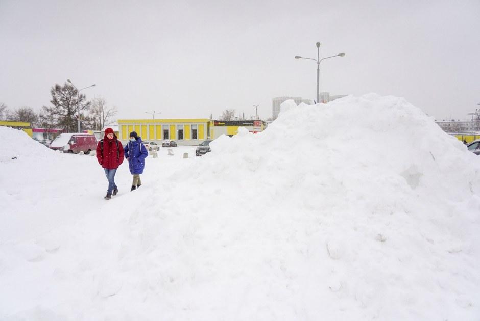 ВМоскве выпало рекордное с1973года количество снега. Местами сугробы выше полуметра