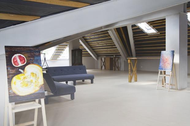 Лаунж-зона и мансарда для мастер-классов: Как устроена частная галерея в особняке на Плотинке