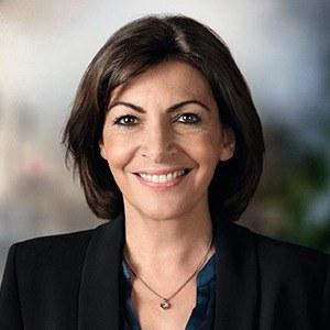 Как АннаИдальго стала первой женщиной на посту мэра Парижа