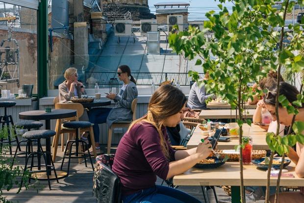 В Петербурге открыли веранды. Поможет ли это индустрии?
