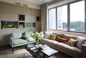 Просторная квартира свинтажной мебелью для большой семьи