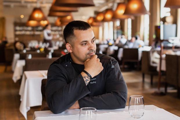 «Я вырос накухне детдома, атеперьвозглавляю ресторан WhiteRabbit Family и помогаю детям»