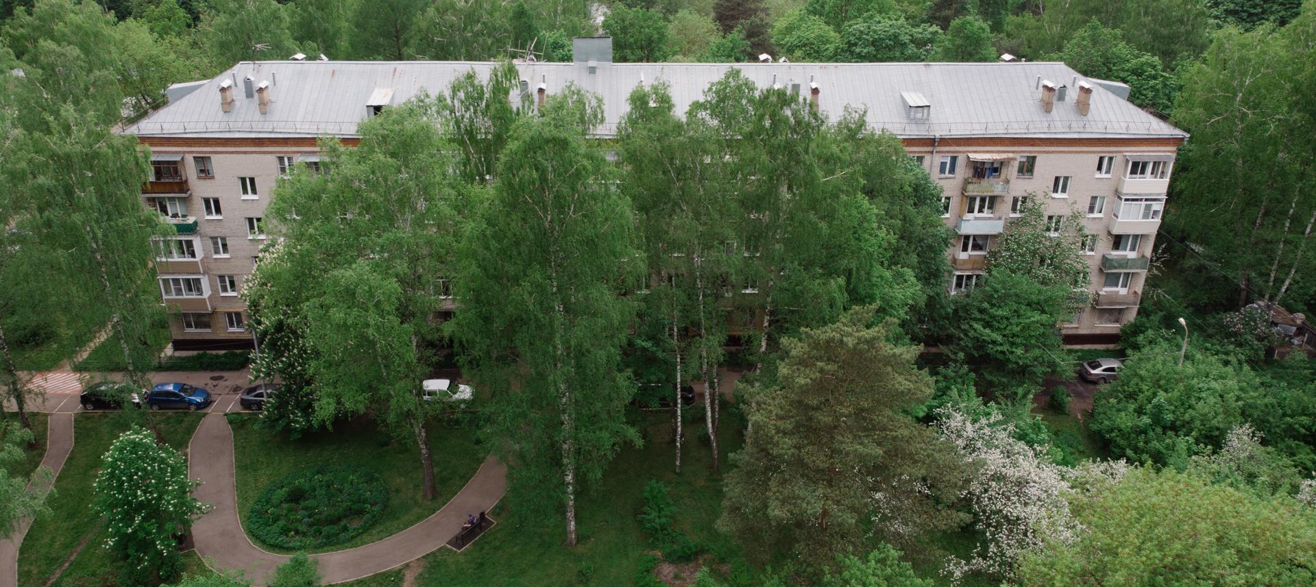 Как живут москвичи вхрущевке исталинке посреди леса