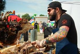 Свинья на вертеле: Как прошел фестиваль «О, да! Еда!» в Иркутске