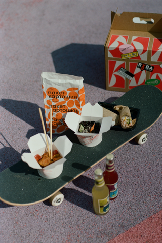 «Яндекс.Еда» и«Брикет Маркет» выпустили наборы для пикников