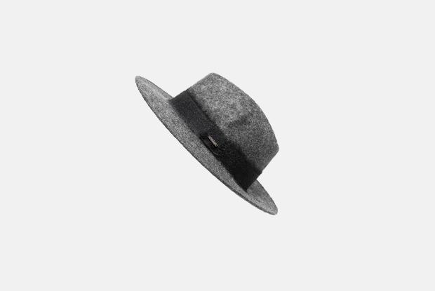 Ушанка, берет, шапка спомпоном идругие головные уборы назиму