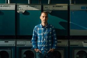 «Бездомные стигматизированы»: Директор «Ночлежки» — о попытке открыть прачечную в Москве