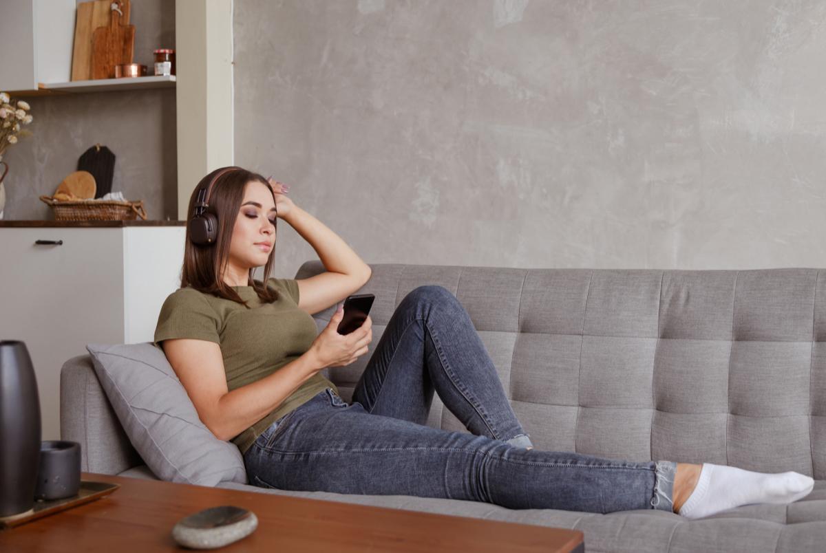 Бинджвотчинг, фаббинг и эффект Netflix: Как новые технологии меняют наши онлайн-привычки