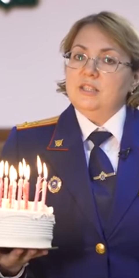 СК в ролике поздравляет всех, кому исполнилось 14лет. Инапоминает— выуже можете сесть. Позже видео удалили